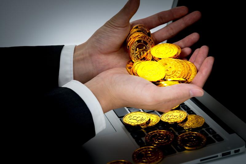 手からあふれる仮想通貨